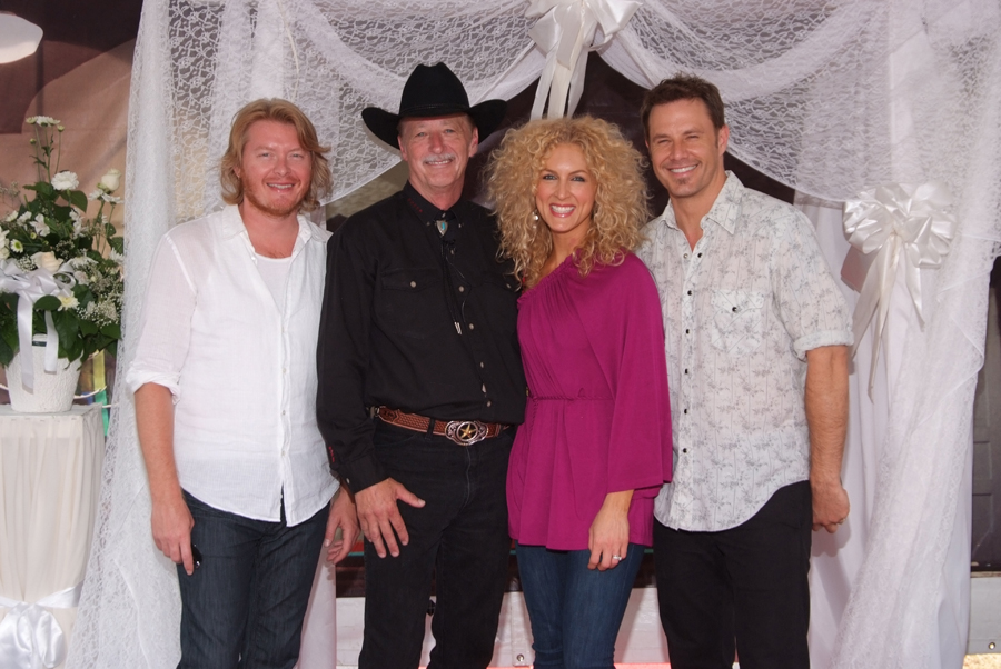 Rev. Kent with Little Big Town